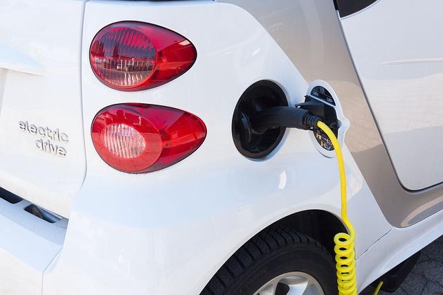 electric-car-734573_640
