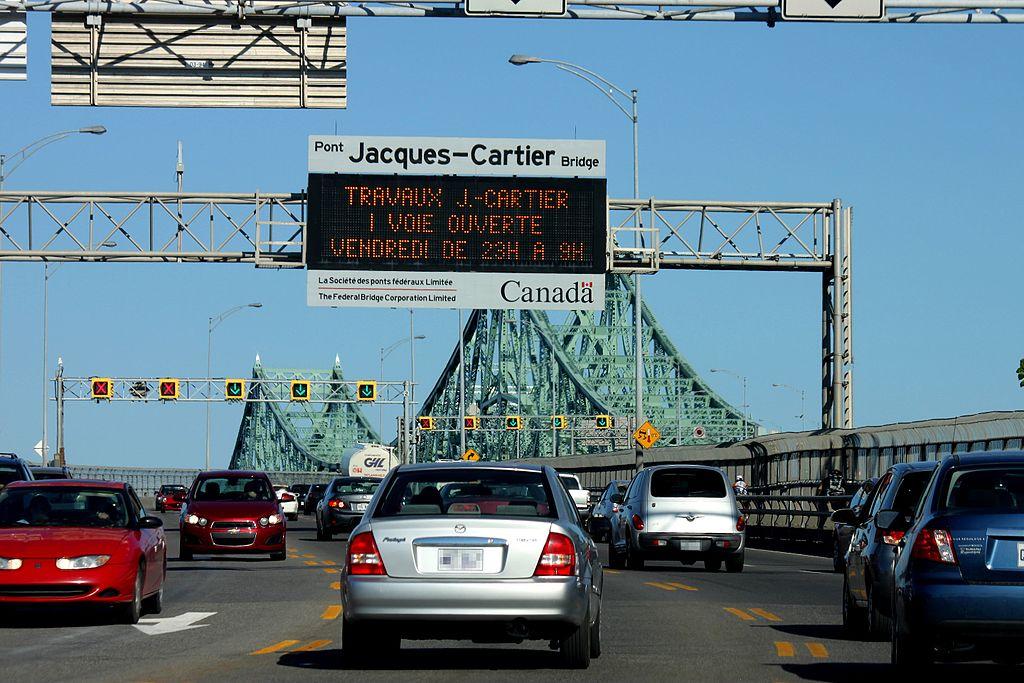 Jacques-Cartier_Bridge,_Montreal,_car_view
