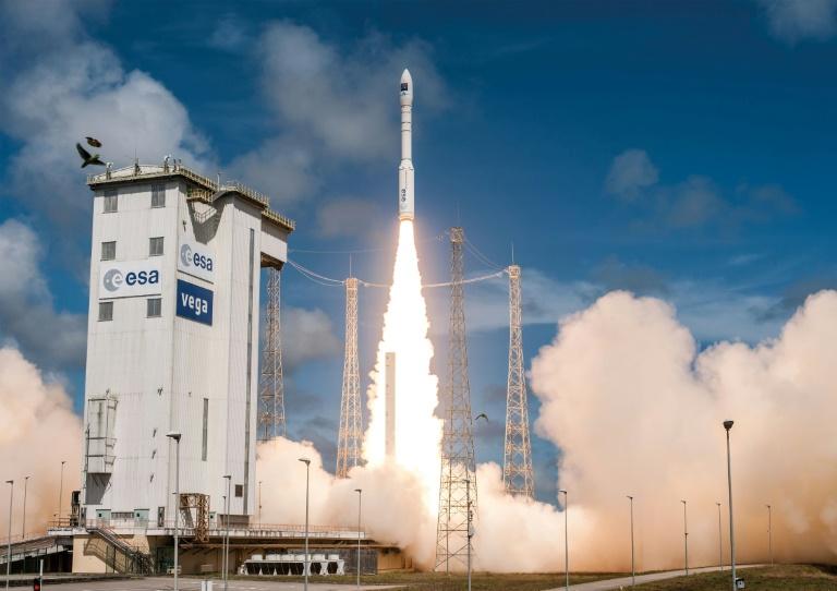 CNES/AFP/Archives / HandoutLe lancement d'une fusée Vega, le 5 décembre 2016, à Kourou, en Guyane Après deux ans et demi de mission, Venµs changera d'orbite pour se placer à 410 km de la terre et effectuer une mission test d'un an sur la propulsion électrique.