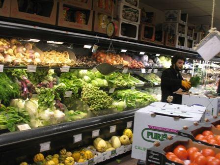 Chaque membre donne quelques heures de travail par mois pour pouvoir faire son épicerie © Ned Vizzini