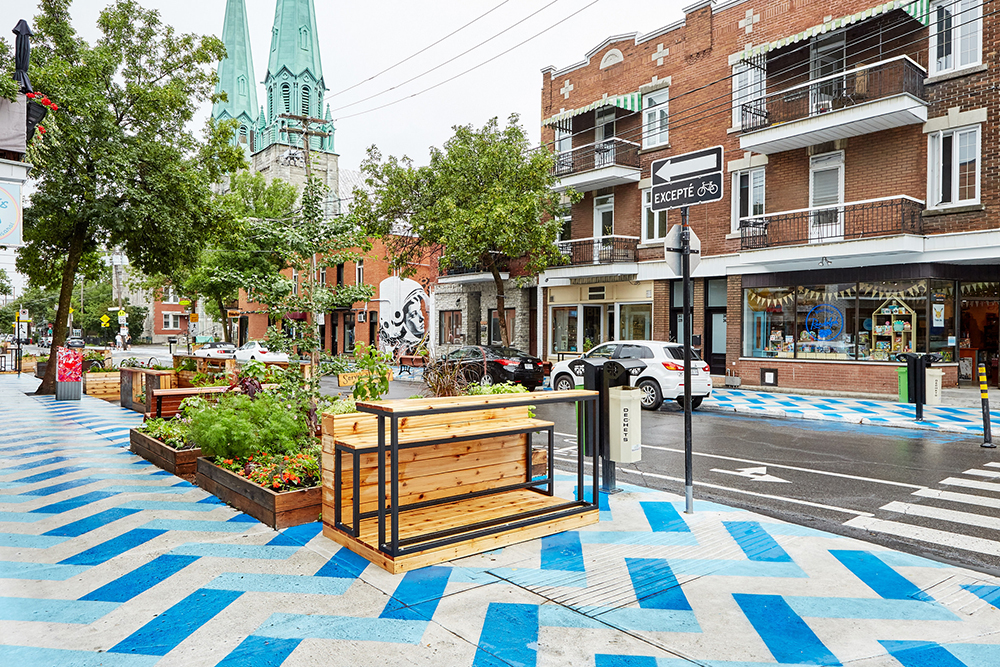 La Place De Castelnau sur la rue du même nom dans le quartier Villeray. Photo: Arrondissement de Villeray - Saint-Michel - Parc-Extension